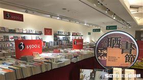 誠品敦南最終場曬書節推出6本500元的優惠,共蒐羅的10萬本書籍。(圖/業者提供)