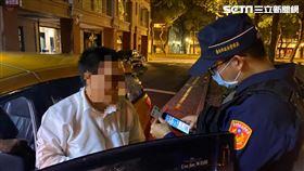 全國警員透過警用電腦攔查居家檢疫及隔離者。(圖/翻攝畫面)