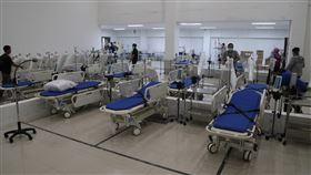 駐印尼代表處呼籲國人返台中華民國駐印尼代表處29日公告,印尼疫情已達嚴重狀態,建議旅居印尼的國人,如無絕對必要,應考慮返台。圖為位於雅加達的2019冠狀病毒疾病緊急醫院。中央社記者石秀娟攝 109年3月29日