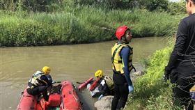65歲莊姓男子捕魚意外落水,被尋獲時已身亡。(圖/翻攝畫面)