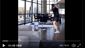 ▲Joey Gallo在豪宅練打。(圖/翻攝自Joey Gallo推特)