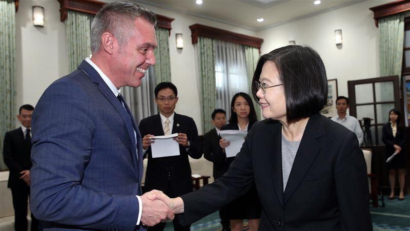 法國友台主席49歲癌逝 駐法代表悼:過世前還為台灣努力