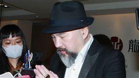 辛龍離開靈堂三月三十日,記者邱榮吉攝影