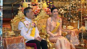 泰王泰王瓦吉拉隆功(Vajiralongkorn)在2019年5月初迎娶空姐出身的第4任王后素提達(Queen Suthida)。翻攝IG