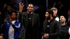 Kyrie Irving和Kevin Durant。(圖/翻攝自推特)