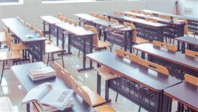 -講桌-桌椅-教室-(圖/pixabay)
