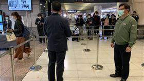 林佳龍視察板橋車站。(圖/記者陳宜加攝影)