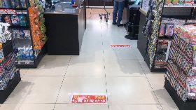 SOGO百貨貼標語提醒社交距離