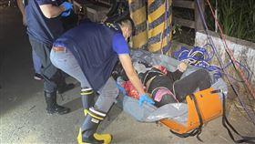 南投一女子帶兒女墜落吊橋 警消搜救三人不幸溺斃(圖/翻攝畫面)
