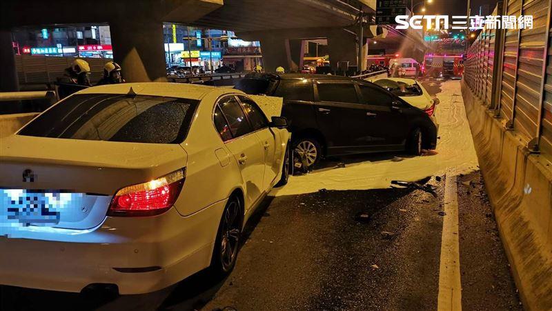 台中沙鹿多車連環撞 釀6傷1命危…騎士人帶車遭「夾燒」