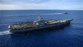 美國羅斯福號航空母艦(圖)上有超過百人感染武漢肺炎,艦長緊急寫信請求美國海軍提供資源。(圖取自facebook.com/USSTheodoreRoosevelt)