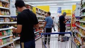 馬來西亞限制令,男性們超市購物迷路。(圖/翻攝自臉書)