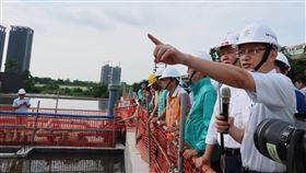 高市水利局副局長韓榮華  出任南市府水利局長高雄市水利局副局長韓榮華(右)1日出任台南市政府水利局長,允諾將全力協助台南市做好排水及水利相關工作。中央社記者王淑芬攝  109年4月1日