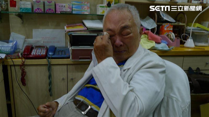老藥師包尿布賣口罩垂淚:想多做一點