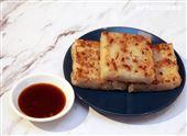 小三元精緻港點「臘味煎蘿蔔糕」。(記者邱榮吉/攝影)