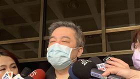 ▲張綱維再度現身台北地方法院。(圖/翻攝畫面)