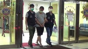 信義夜店殺警案共犯董紹堂遭警方解送歸案。(圖/翻攝畫面)