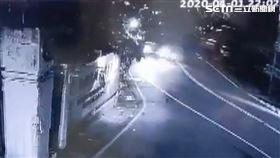 少年偷車無照撞拖吊車 重傷搶救中