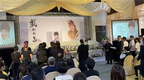 陳亞蘭代表徒弟唸追悼文。(圖/寶麗來娛樂提供)