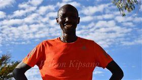 ▲克伊普遭逮捕,肯亞政府開記者會。(圖/取自推特)