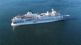 德國Columbia Cruise Services船務公司旗下的郵輪「RCGS Resolute」號(圖/翻攝自One Ocean Expeditions YouTube)