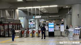 台北捷運實施搭車戴口罩首日情形。(圖/讀者提供)