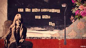 英國歌手瑪莉安菲絲佛(Marianne Faithfull)圖/翻攝自YT