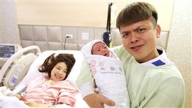 蔡阿嘎,二伯,蔡桃貴,二胎,蔡波能。翻攝自臉書