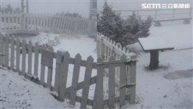 玉山下雪/玉山氣象站提供