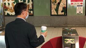 高捷首設捷運「全自動紅外線體溫檢測」感應閘門。(圖/高捷提供)