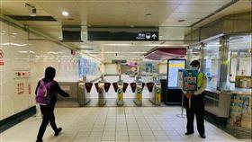 ▲北捷1名旅客未戴口罩搭乘北捷,不聽勸導將依法開罰。(圖/北捷提供)