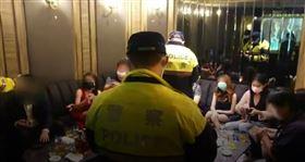 台中酒店限「喝酒跳舞要社交距離」老司機哀嚎…這叫酒店嘛(圖/番社畫面)