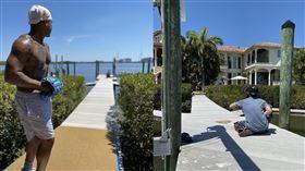 ▲史卓曼(Marcus Stroman)在自家後院的碼頭打造投手丘。(圖/翻攝自史卓曼推特)