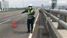 上快速道路拋錨警神救援/翻攝畫面