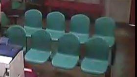 在彰化地檢署偵查庭內公眾座椅上勘驗女性被告胸部及私處,檢察官遭彈劾。(圖/監察院提供)