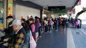 增量第一天!藥局塞爆…網:非口罩不夠,是台灣人就愛排隊
