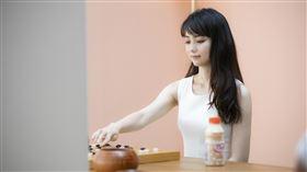種子音樂提供 「圍棋女神」黑嘉嘉 首支飲料廣告酸甜亮相