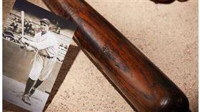 ▲紐約洋基傳奇球星Lou Gehrig百年前使用球棒。(圖/截自ESPN)
