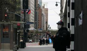 武漢肺炎陰影籠罩紐約,州長古莫9日公布新增799人死亡,連3天創新高,總數突破7000大關。中央社記者尹俊傑紐約攝 109年4月3日