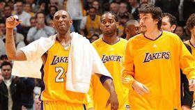 只同隊兩年 柯比「暖舉」助他度低潮 Kobe Bryant,洛杉磯湖人,Adam Morrison,切爾西,德羅巴,簽名球衣 翻攝自推特