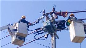 為讓業者免於因增加產能而有超約需收取的額外電費,台電也祭出口罩工廠電費減免措施。(圖/台灣電力公司提供)