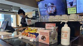 消基會查超商咖啡店防疫情形消費者文教基金會10日指出,調查9縣市共計192家連鎖超商及連鎖咖啡店,店內有提供酒精或消毒用品供顧客使用的僅38%,防疫應加強。(消基會提供)中央社記者楊淑閔傳真  109年4月10日