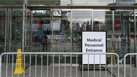 紐約賈維茨會展中心  將只收武漢肺炎患者在美國總統川普同意下,紐約市曼哈頓賈維茨會展中心2500床位臨時醫院將只收治武漢肺炎患者,改變協助地區醫院轉診一般病患的設計目的。中央社記者尹俊傑紐約攝 109年4月4日