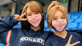 ▲樂天女孩造型布口罩,預購首日賣破2000個。(圖/樂天桃猿提供)