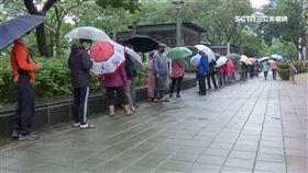 口罩販賣機今開賣 民眾:冒雨排隊1小時不如去藥局