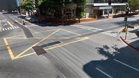 大馬尼拉封城 路口車輛稀少大馬尼拉封城超過一週,市中心路口車輛寥寥無幾。中央社記者陳妍君馬尼拉攝 109年3月25日