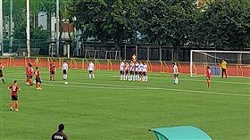 ▲航源與紅獅在輔大球場踢開幕戰。(圖/記者林辰彥攝影)
