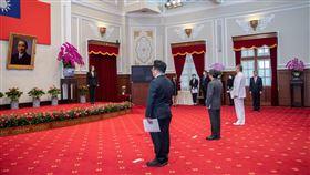 蔡英文總統13日主持「新任國防部參謀本部參謀總長、最高法院院長及總統府副秘書長宣誓典禮」。(圖/總統府提供)