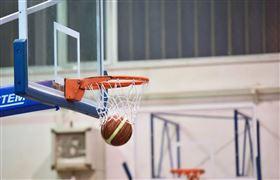 打籃球「裙底風光」全露 男網友嗨翻(圖/翻攝自Pixabay)