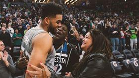▲灰狼球星唐斯(Karl-Anthony Towns)的母親染武漢肺炎病逝。(圖/翻攝自NBA on TNT IG)